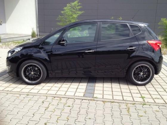 ix20 Schwarz mit schwarzen Felgen